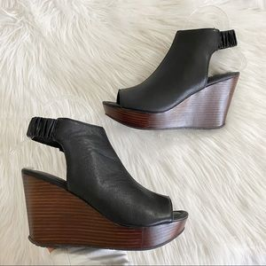 Kenneth Cole Reaction Sole Chick Wedges